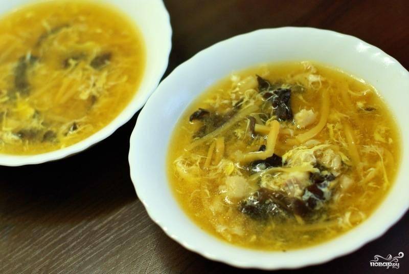 Перед самой подачей, в суп добавить оливкового или кунжутное масло. Приятного аппетита! :)