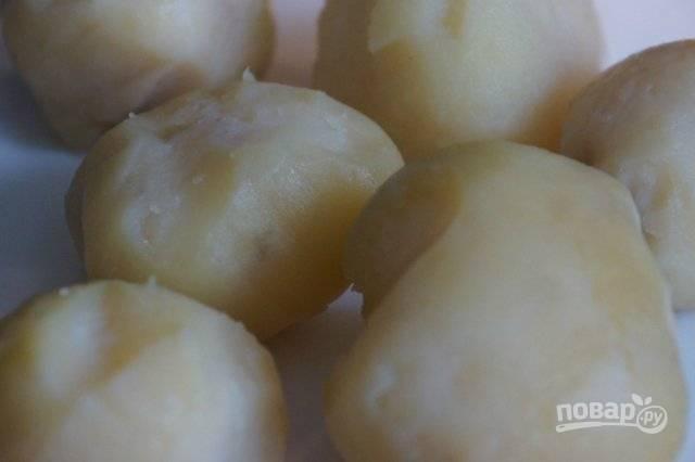 Затем картофель остудите и почистите.