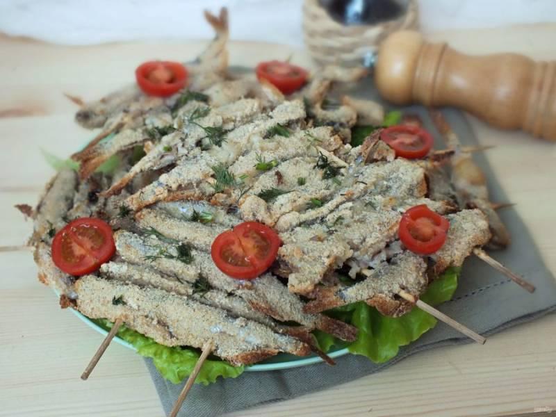 Подавайте блюдо со свежими овощами и зеленью. Приятного аппетита!