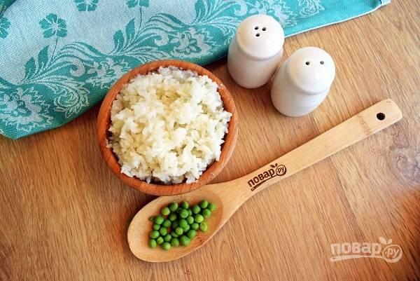 Рис промойте в нескольких водах до прозрачной воды. Откиньте на сито, залейте холодной водой, 1:3, доведите до кипения, уменьшите до минимума огонь, накройте крышкой и отварите до готовности.