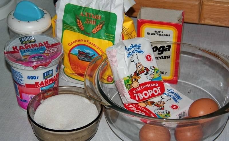 1. Вот таким набором ингредиентов необходимо запастись, чтобы повторить этот несложный рецепт приготовления баурсаков творожных на своей кухне.