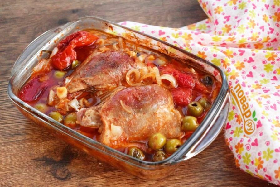 Запеченное мясо подавайте с любимым гарниром. Приятного аппетита!