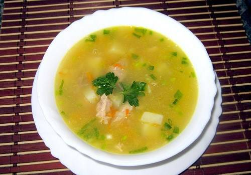 Дайте готовому супу настояться под крышкой, 15 минут. Приятного аппетита!