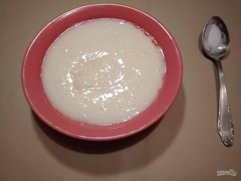 6. В это время картофель превратите в пюре блендером, добавляя воду и соль.