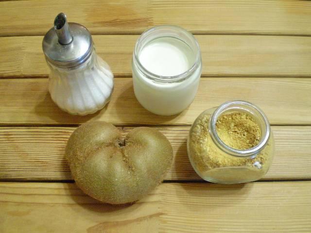 1. Приготовим продукты, йогурт использую натуральный домашнего приготовления. Киви у меня очень крупный, поэтому взяла половинку. И усилила вкус щепоткой апельсиновой цедры.