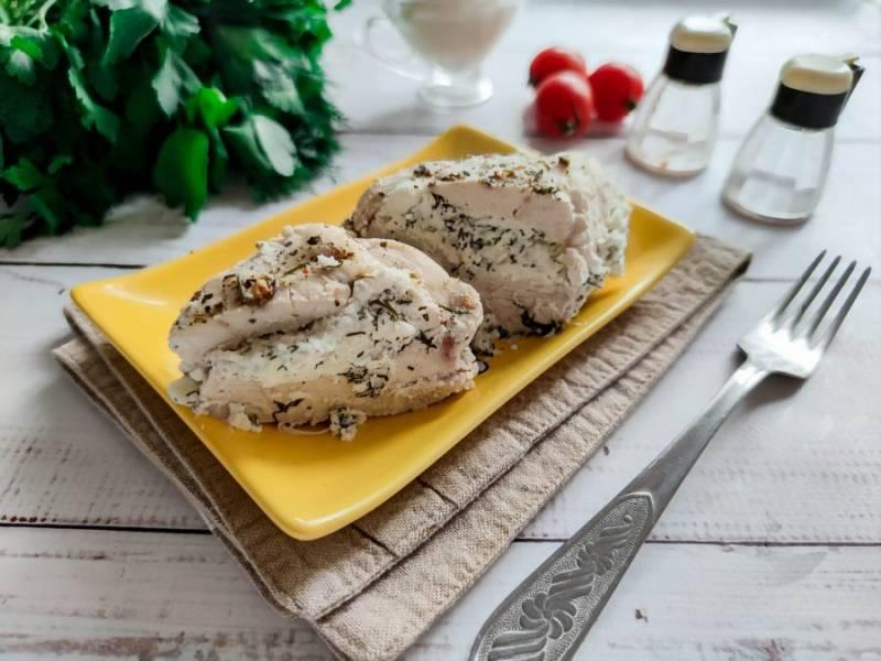 Куриная грудка фаршированная творогом готова. Приятного аппетита!