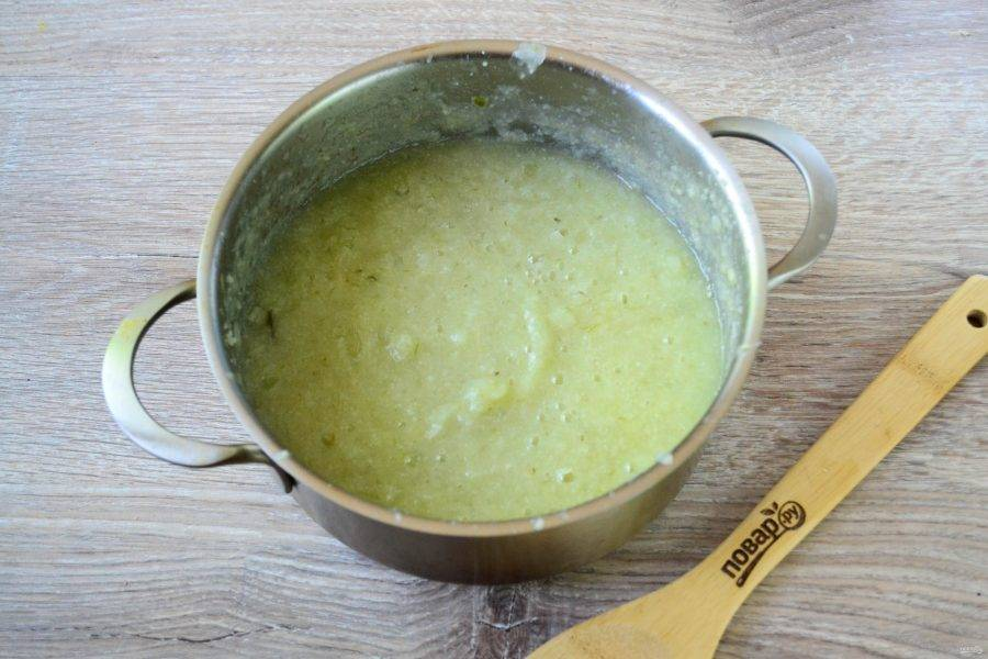 Выньте зелень и пюрируйте суп блендером.
