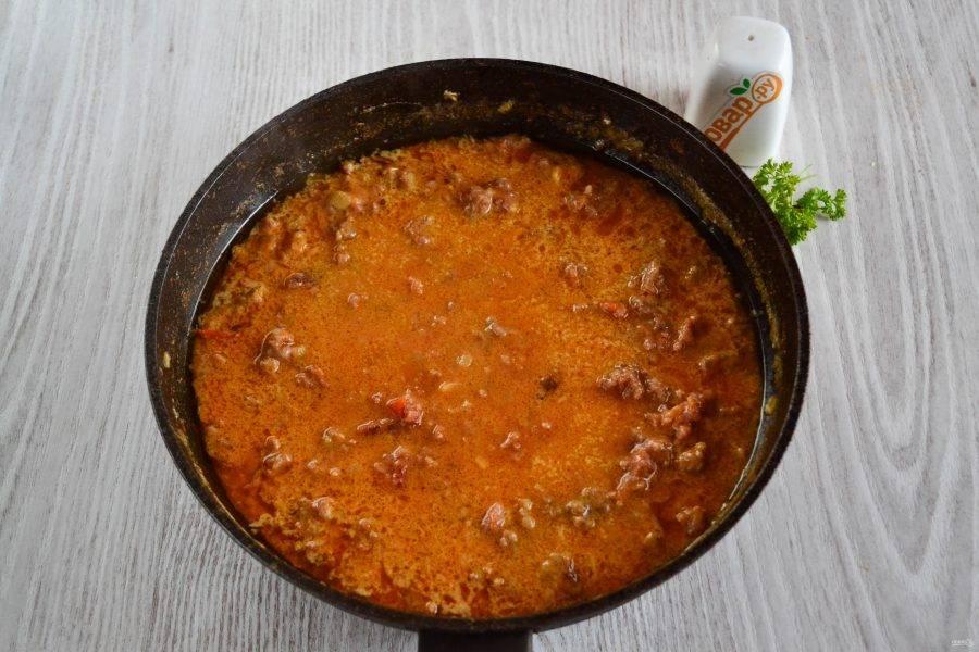 Томатно-сливочный соус для спагетти готов. Он получился ярким, насыщенным по вкусу и очень ароматным.
