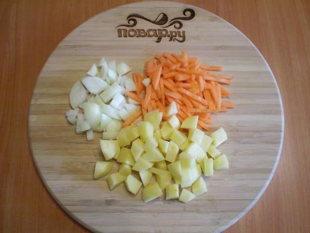 2. Режем овощи для супа.