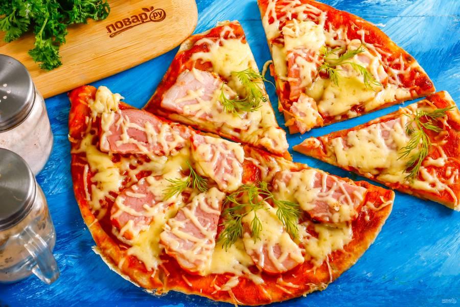 Дрожжевая пицца на сковороде