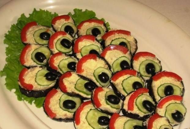 """Баклажаны, жареные """"Павлиний хвост"""" выкладываем красиво на блюдо и подаем. Приятного аппетита!"""