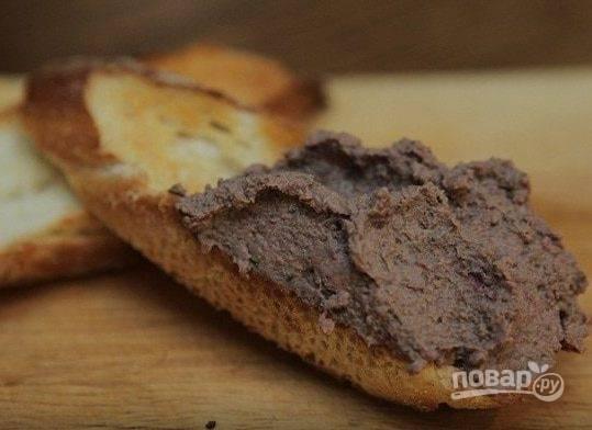 8. Сделайте гренки и подавайте паштет из куриной печени от Юлии Высоцкой к столу!