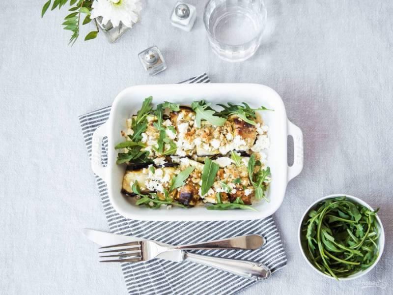 5. Запекайте блюдо ещё 10 минут при 220 градусах в духовке. Можете пробовать рулетики сразу же. Приятного аппетита!