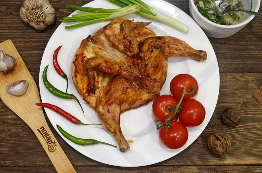 7. Подавайте курицу с соусом. Приятного аппетита!