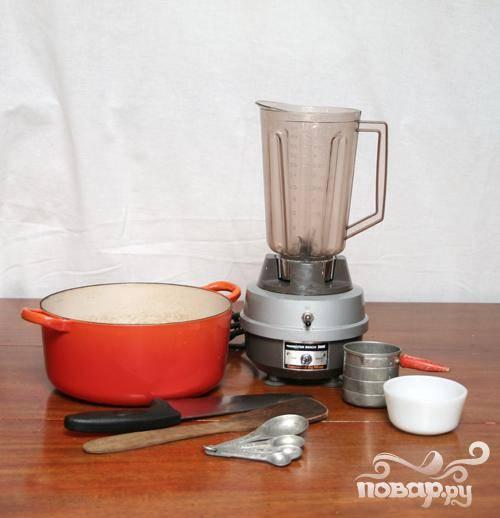Для этого рецепта вам потребуется: миксер, кастрюля, мерные чашки, мерные ложки, нож, ложка