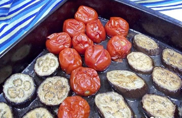 Отправляем овощи на 30 минут в духовку. Температура — 170 градусов.