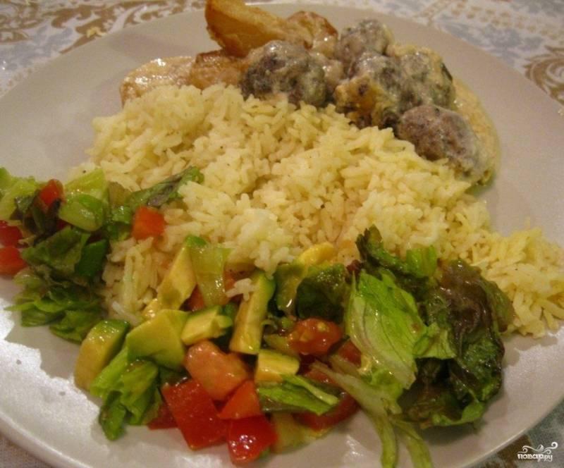 Тушеная картошка с тефтелями
