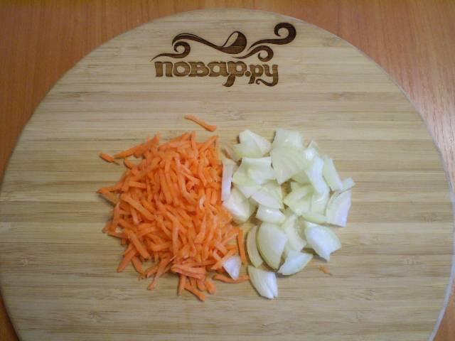 4. Нарежьте овощи для заправки супа.