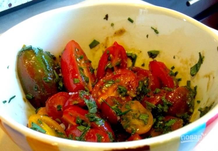 4.Заправьте салат и перемешайте его, подавайте сразу.