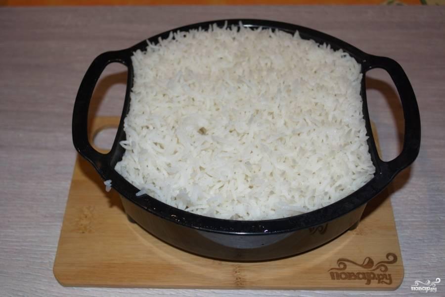 Рис готов. Извлеките его из пароварки и заправьте растительным маслом. Если готовим блюдо не для Поста, то рис можно заправить сливочным маслом.