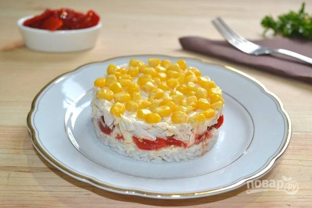 11. Аккуратно удалите кольцо и салатик готов. Приятного аппетита!