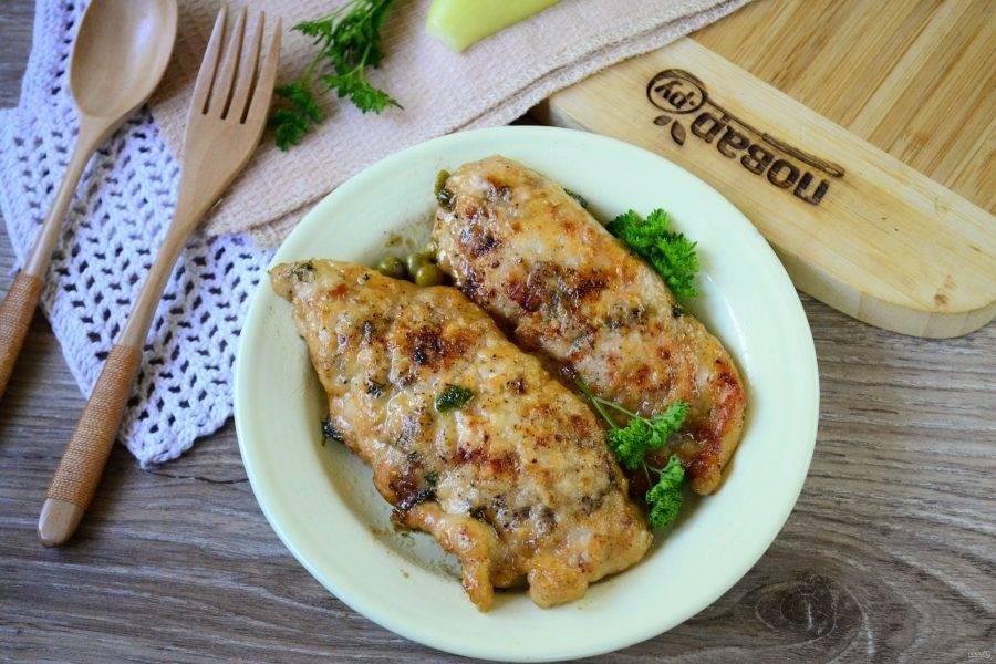 Куриная пиката по-быстрому готова. Подавайте с любым гарниром и обязательно с соусом. Приятного аппетита!