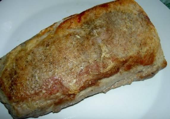 Готовое мяско вынимаем и ждем, пока оно остынет. Затем перекладываем его в холодильник и оставляем там на 1-2 часа. Вот теперь его можно кушать. Приятного всем аппетита!