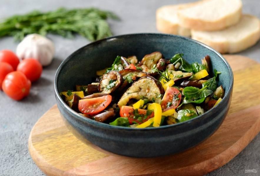 Грузинский салат с баклажанами готов, приятного вам аппетита!