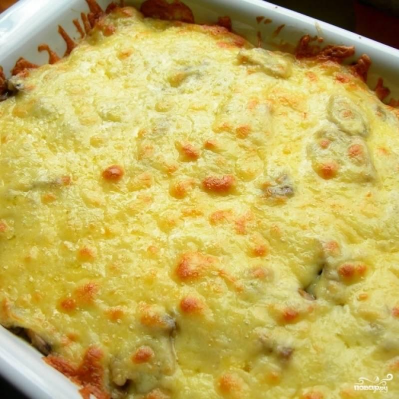 Ставим в духовку, разогретую до 180 градусов, и запекаем 30-35 минут до полной готовности. Подаем в горячем виде. Картофельная запеканка готова!