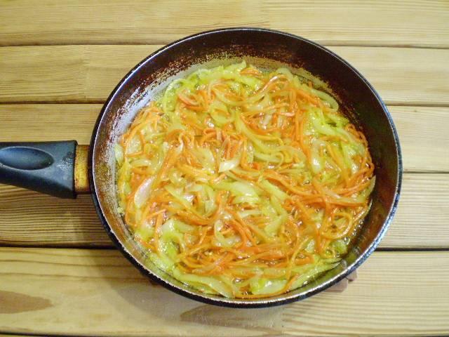 7. Тем временем морковь и лук готовы.