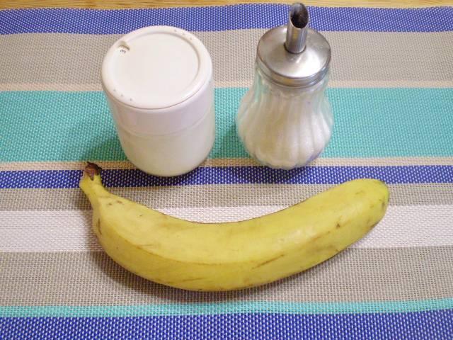 1. Приготовим продукты. Кефир я использовала домашний, приготовленный из молока и закваски в йогуртнице.