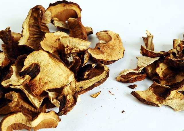 Сушеные грибы лучше возьмите не целые, а кусочками.