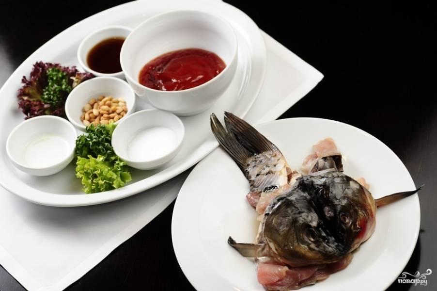 1. Вот такой набор ингредиентов необходим, чтобы вы смогли повторить этот рецепт приготовления карпа по-китайски на своей кухне.