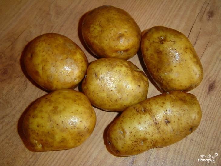 Картофель моем. Можно для этого блюда использовать молодой картофель.