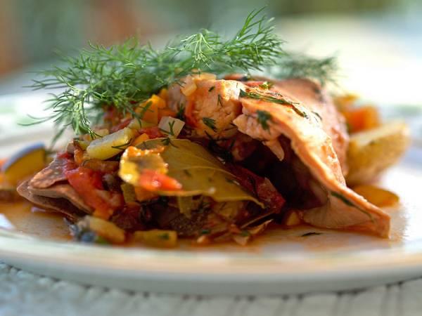9. Подавать блюдо к столу можно с картофелем, рисом или другим гарниром по вкусу.