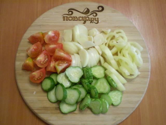 Все овощи нарезаем.