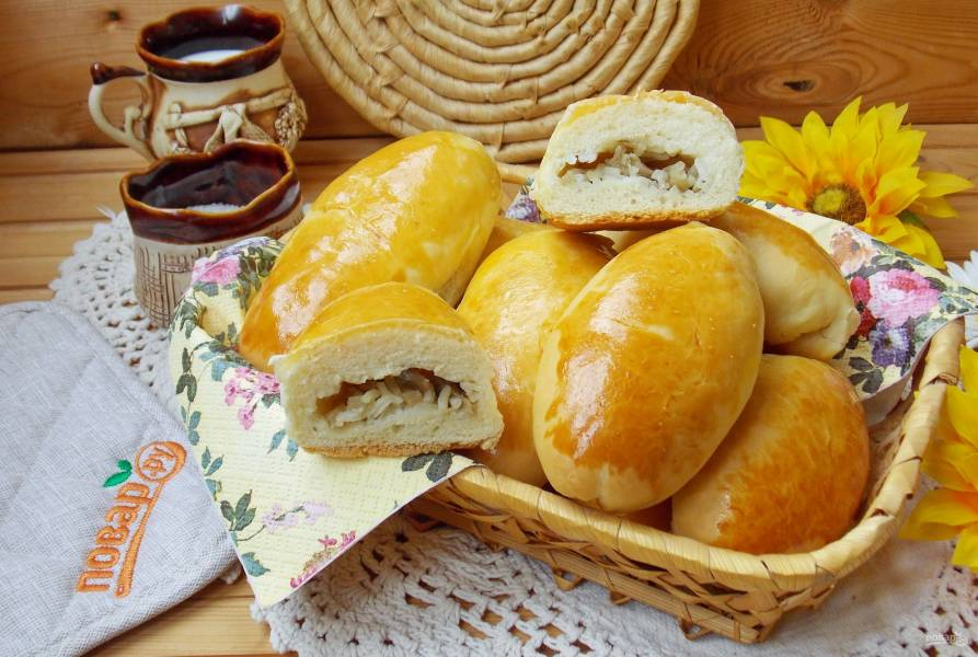 Духовые пирожки с грибами и рисом