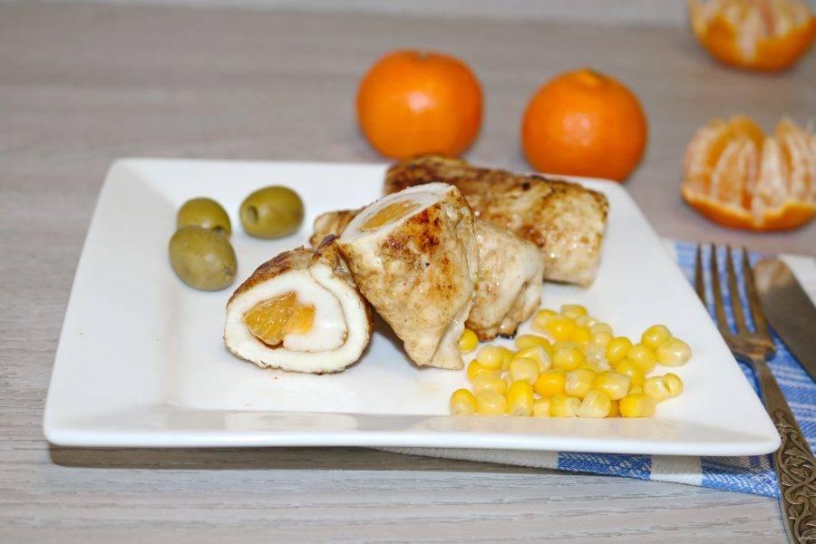 Сочные и ароматные куриные рулетики с мандаринами готовы!
