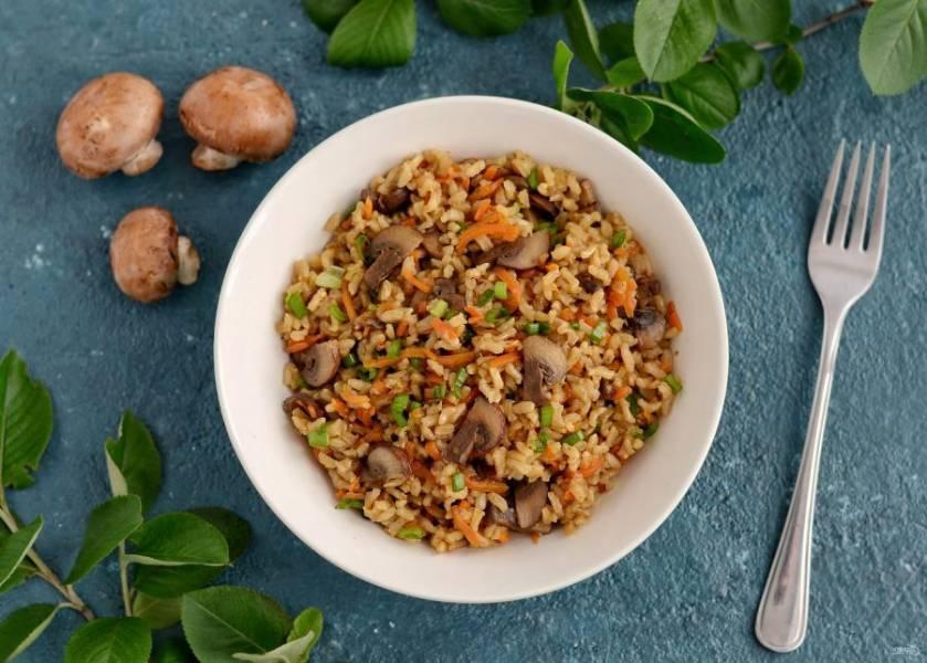 Бурый рис с грибами готов, приятного аппетита!