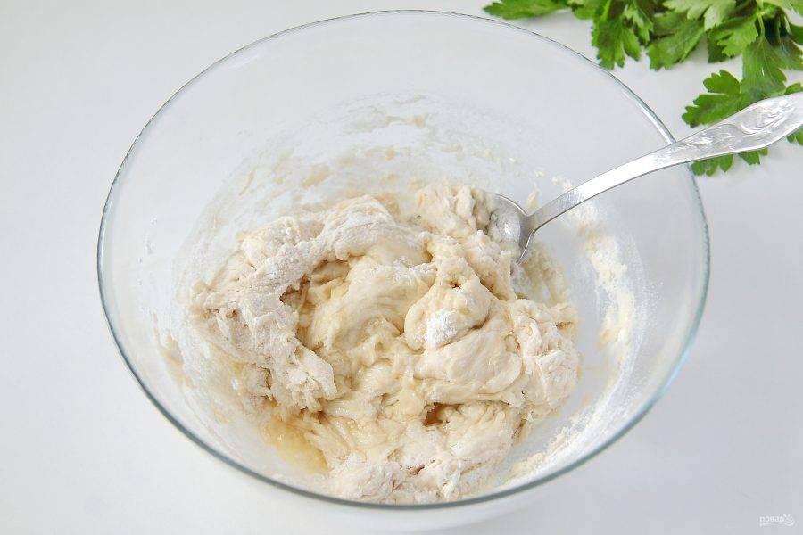 4. Перемешайте все ложкой и добавьте 1 ст. л. масла.