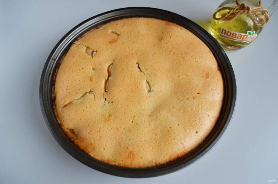 8. Пирог полностью остудите в форме.