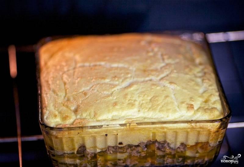 19. Запекайте картофель с фаршем в духовке в домашних условиях еще минут 20.