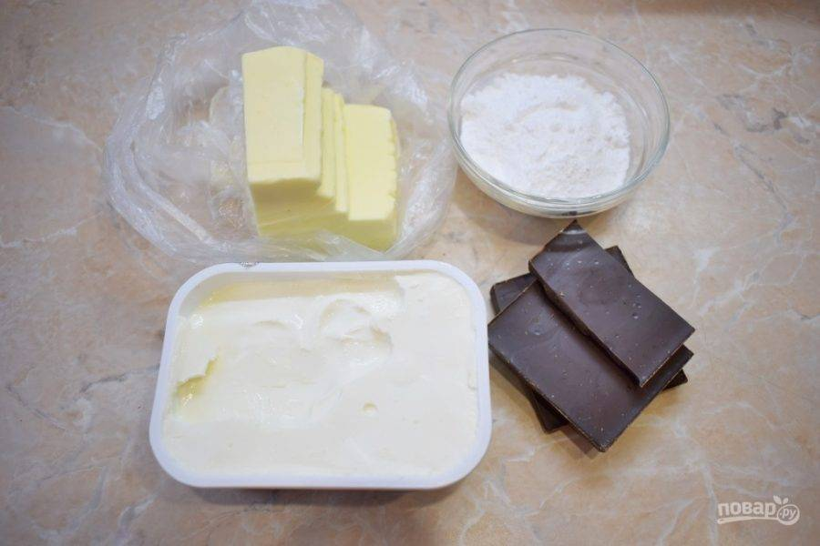 Для приготовления крема подготовьте все необходимые ингредиенты. Сыр и сливочное масло заранее извлеките из холодильника, чтобы они нагрелись до комнатной температуры.