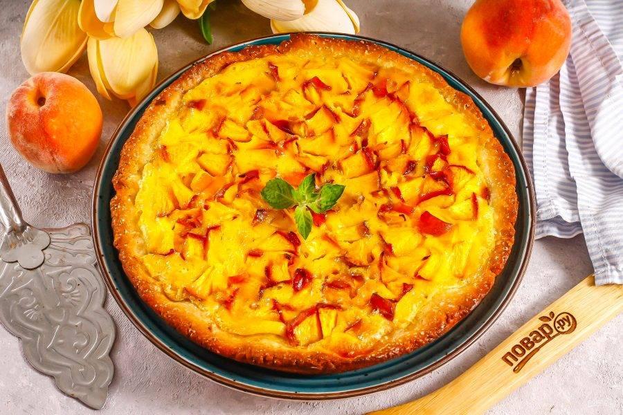 Затем остудите десерт и извлеките из формы. Нарежьте при подаче к столу.
