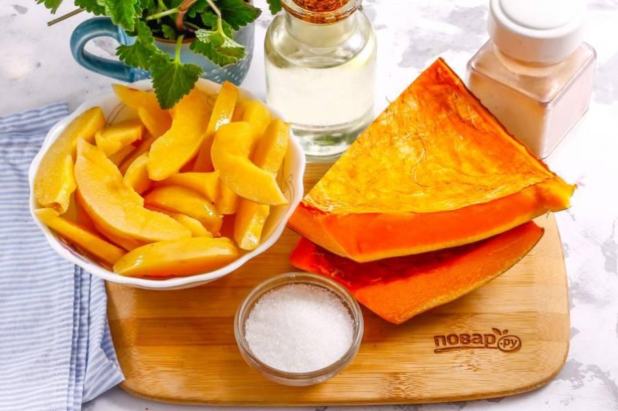 Подготовьте указанные ингредиенты. Можно использовать свежую айву или замороженную (перед заморозкой ломтики фруктов отвариваются 2 минуты в воде с лимоном).