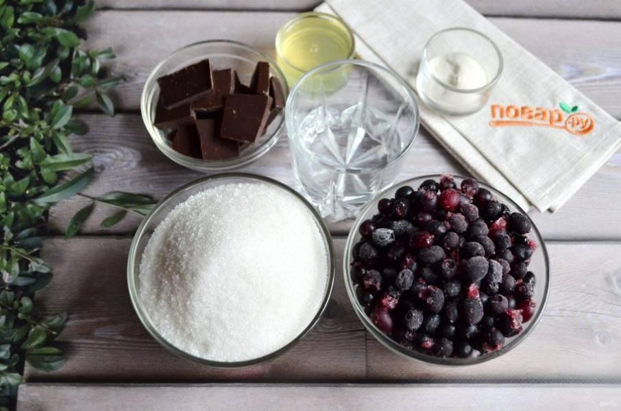 1. Подготовьте продукты. Приступим! Если ягоды у вас замороженные, как у меня, размораживать их предварительно не нужно.