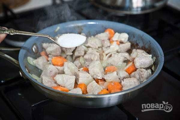 6. Добавьте по вкусу соль и перец.