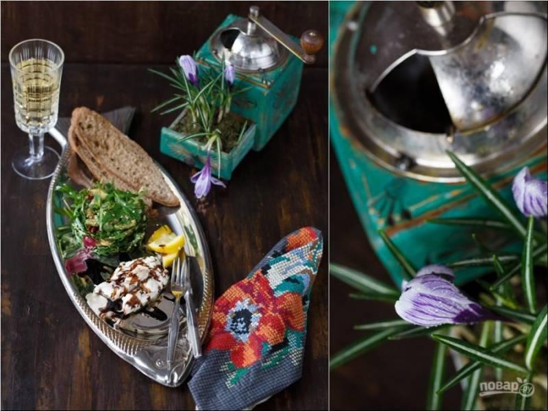 9. Приготовьте травяной салат (понадобится руккола, авокадо, радичис, лимонный сок, бальзамик, оливковое масло, кунжут) и приступайте к трапезе. Приятного всем аппетита!