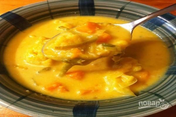 Подайте суп из цветной капусты с рисом горячим. Приятного аппетита!