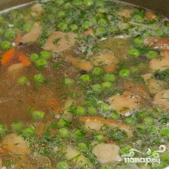 готовьте суп ещё в течении двух минут, посолите по вкусу и выключите огонь.